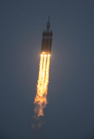 Lanzamiento de la nave Orión en un cohete Delta IV Heavy el pasado 5 de diciembre desde Cabo Cañaveral. Imagen de NASA / Bill Ingalls.