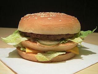 La dieta americana del estudio incluía una hamburguesa Big Mac, patatas fritas y Coca-Cola. Imagen de Kici / Wikipedia.