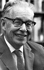 El sismólogo Charles Richter (1900-1985), hacia 1970. Imagen de PD-USGOV / Wikipedia.