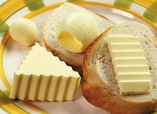 Aumentan los estudios que absuelven a las grasas saturadas, como las de la mantequilla, del riesgo cardiovascular. Imagen de Armmark / Wikipedia.