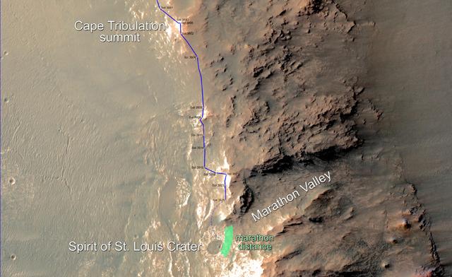 Detalle del itinerario recorrido por el robot 'Opportunity' en Marte desde el 24 de diciembre de 2014, a lo largo de la cresta occidental del cráter Endeavour. La franja verde representa el lugar aproximado en el que el robot completará la distancia del maratón. Imagen de NASA / JPL-Caltech / Univ. of Arizona.