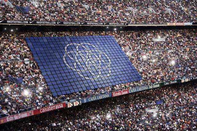 Varios montajes con la bandera de la Tierra propuesta por Oskar Pernefeldt. Imágenes de O. P. / bsmart.se.
