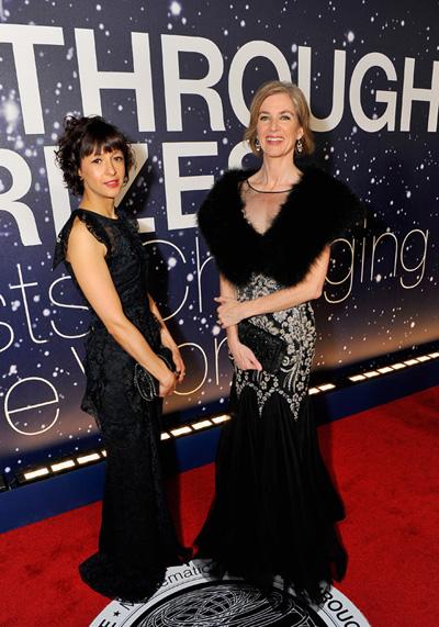 Jennifer Doudna (derecha) y Emmanuelle Charpentier, en la gala de entrega de los Breakthrough Prizes, el 9 de noviembre de 2014 en el Centro Ames de la NASA en Mountain View (California). Imagen de Breakthrough Prize.