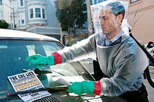 Jude Law como el 'conspiranoico' conspirador en la película 'Contagio'. Imagen de Warner Bros.