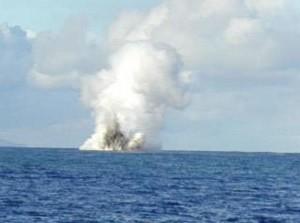 Erupción del volcán submarino Kavachi el 14 de mayo de 2000. Imagen de NOAA.