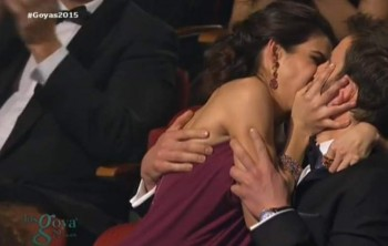 Clara Lago y Dani Rovira beso