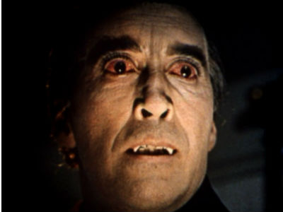 Christopher Lee, como Drácula