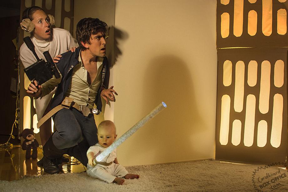 La familia, en 'La Guerra de las Galaxias (http://cardboardboxoffice.com/)