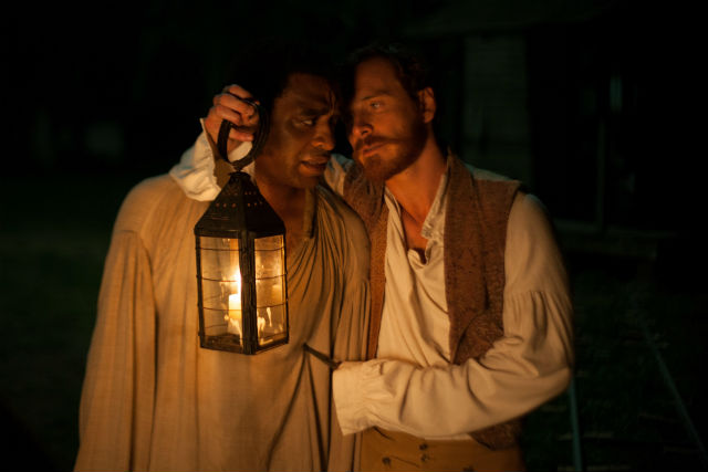 Chiwetel Ejiofor y Michael Fassbender en '12 años de esclavitud' (DEA PLANETA)