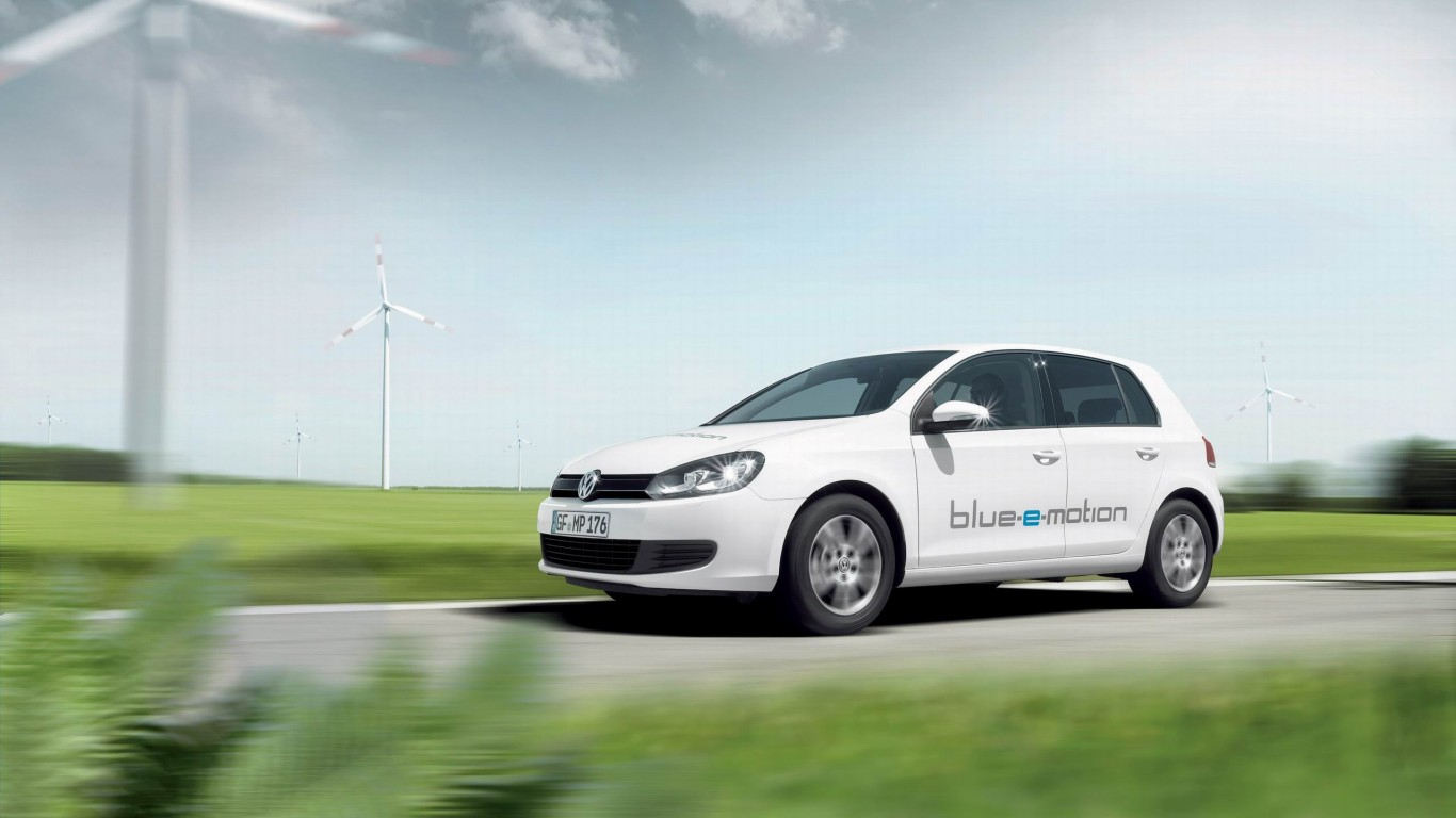 2014-volkswagen-golf-blue-e-motion2-768x1366
