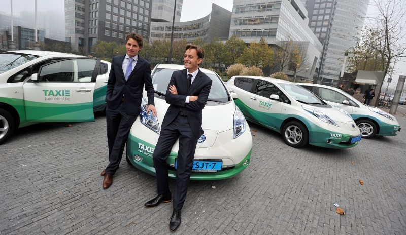 Taxi-Electric-Amsterdam-LEAFs