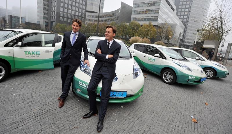 Taxi-Electric-Amsterdam-LEAFs
