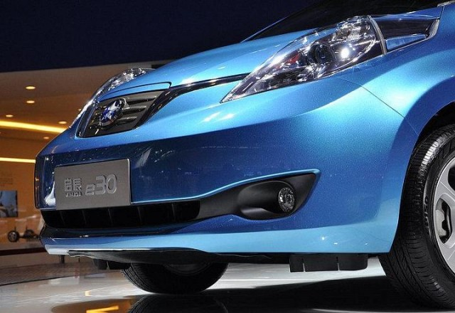 venucia-e30-chinese-version-of-nissan-leaf-electric-car-guangzhou-auto-show-photo-chinaautoweb