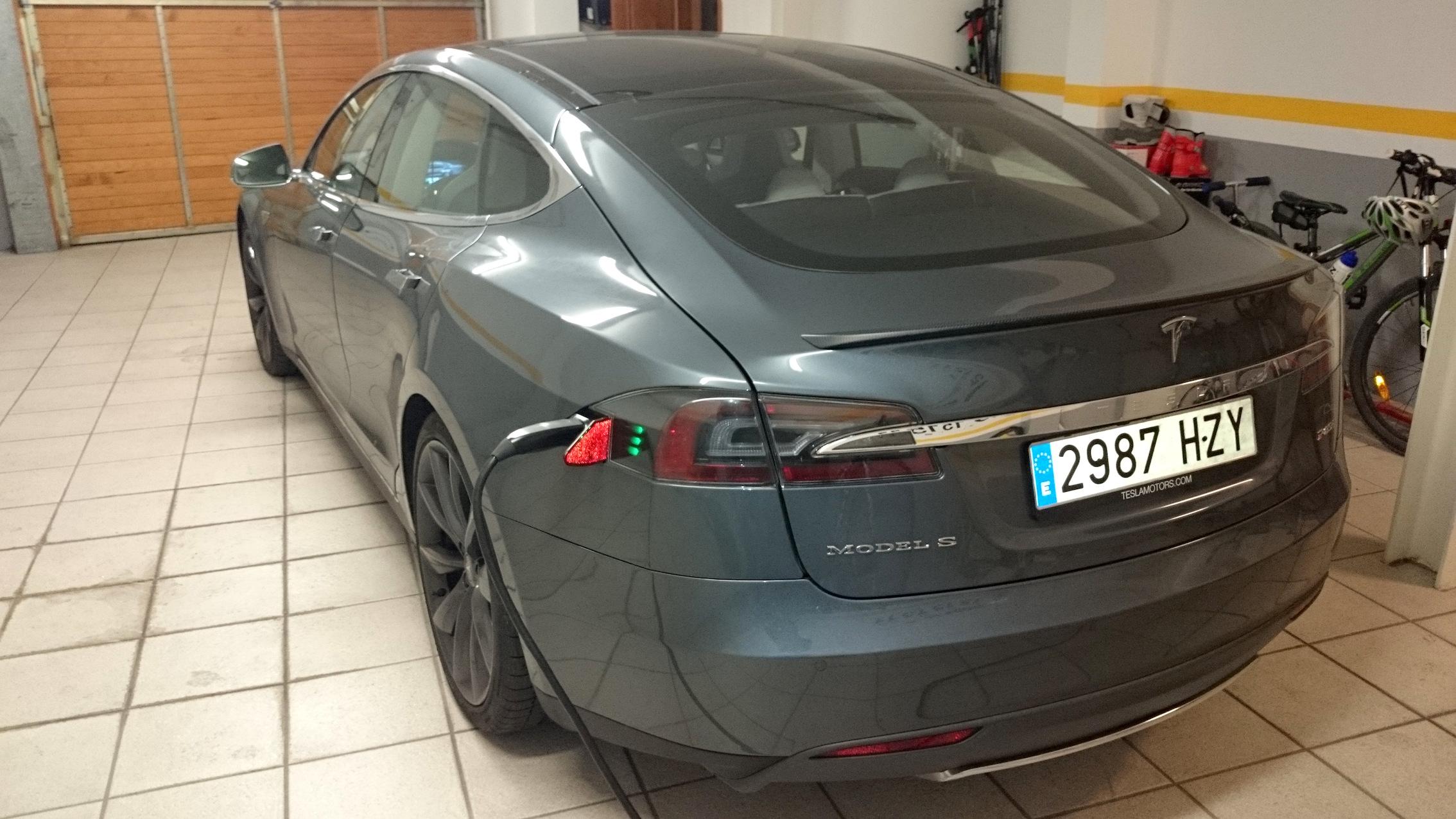 Recarga domiciliaria de las baterías del Tesla Model S P85+. A.Payá