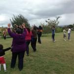 Mujeres del colectivo Fasol, celebrando un ritual en en la barriada Kennedy de Bogotá.