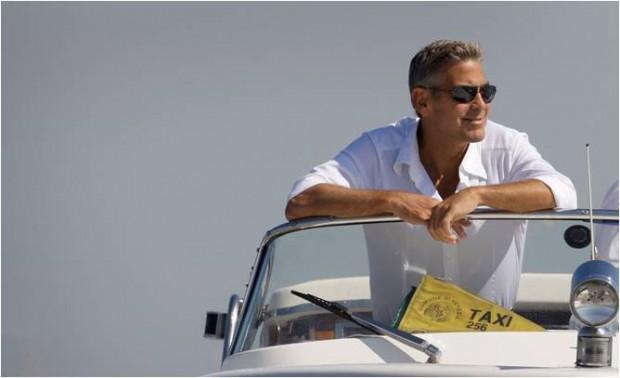 George Clooney en camisa blanca