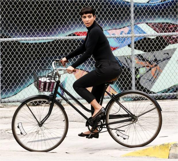 kim kardashian en bici