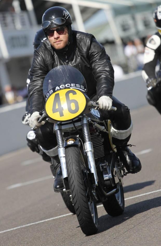 Ewan McGregor en cafe racer