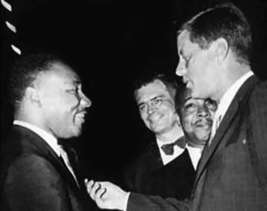 Martin Luther King (derecha) y John F. Kennedy (izquierda) (Fuente: RollingOut.com)