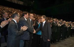Saludo entre Artur Mas y Oriol Junqueras