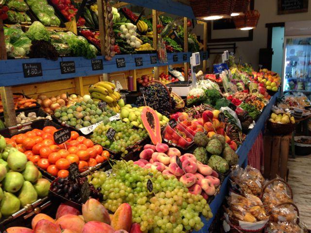 Fruta pasi n el florecimiento de fruter as y verduler as for Decoracion de fruterias
