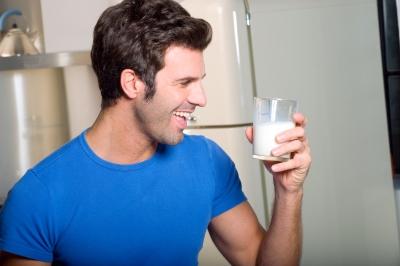 Hombre leche