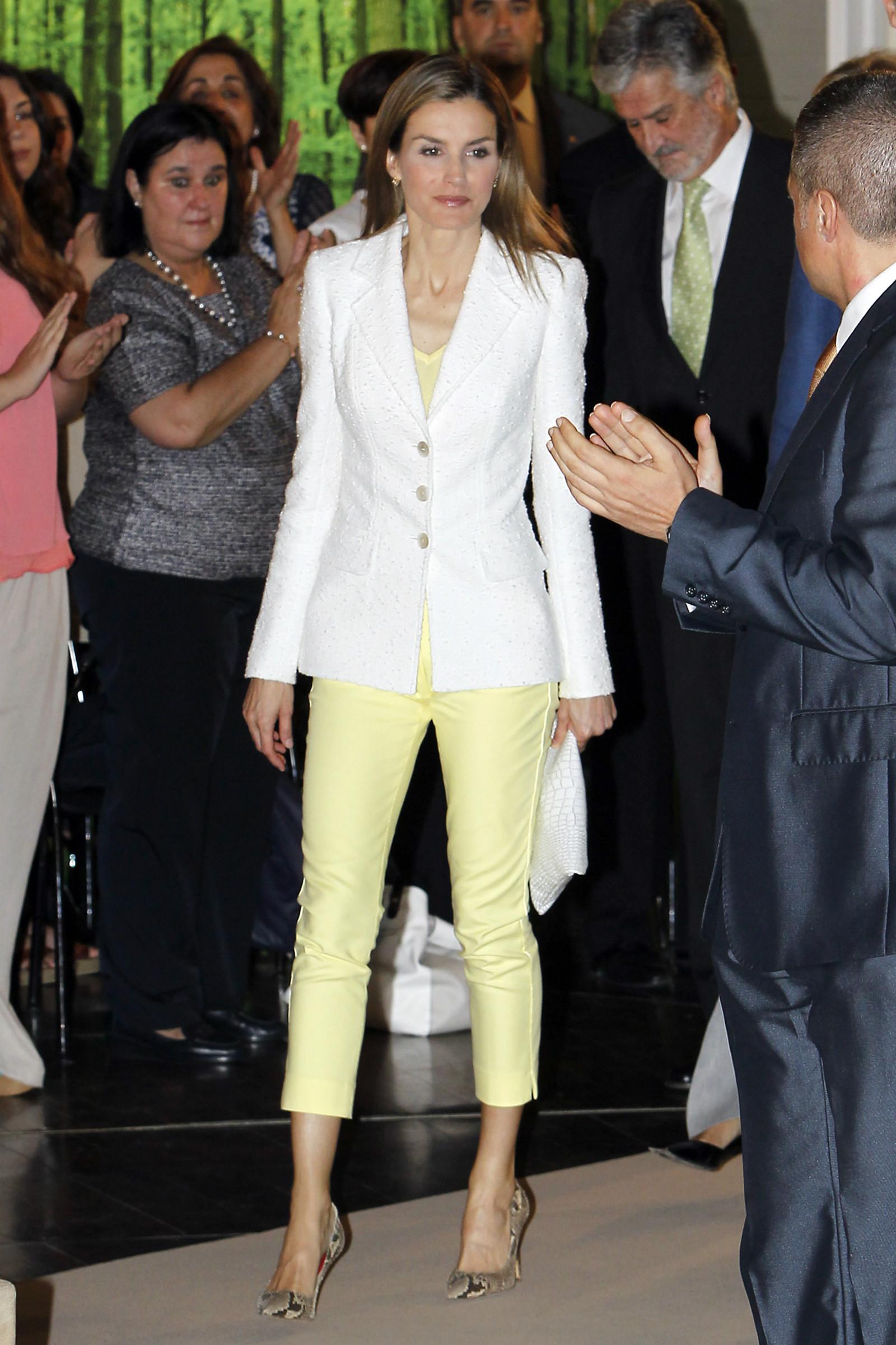 LetiziaPoco Acertada Pantalón Reina Un La Con Amarillo En Limón 80wOknP