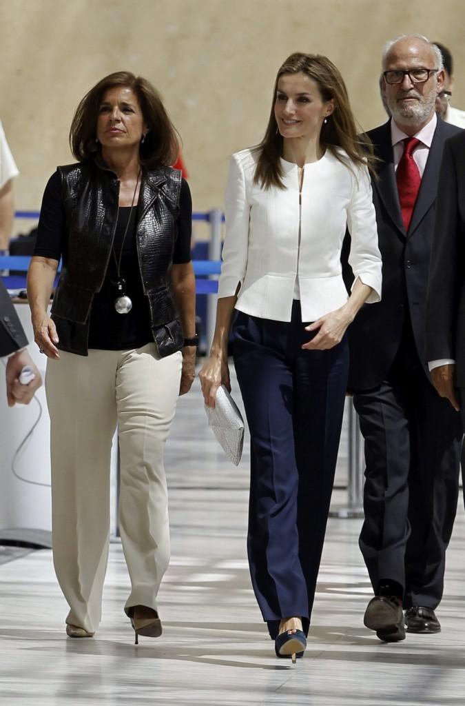 Letizia con la alcaldesa de Madrid, Ana Botella, en el acto de Cruz Roja. (EFE)
