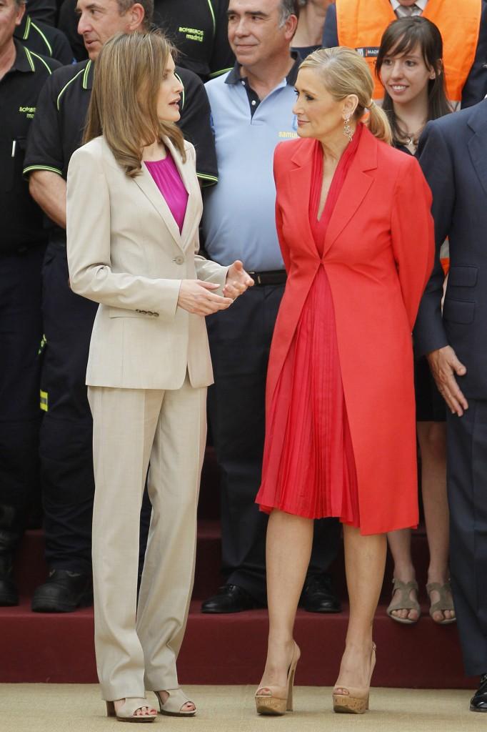 Letizia con la delegada del Gobierno en Madrid, Cristina Cifuentes. (GTRES)