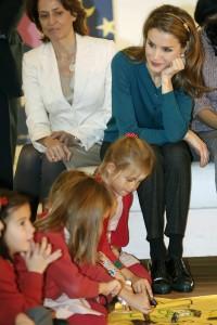 Con la diadema, en el Salón del Libro Infantil y Juvenil en diciembre de 2013 (GTRES)