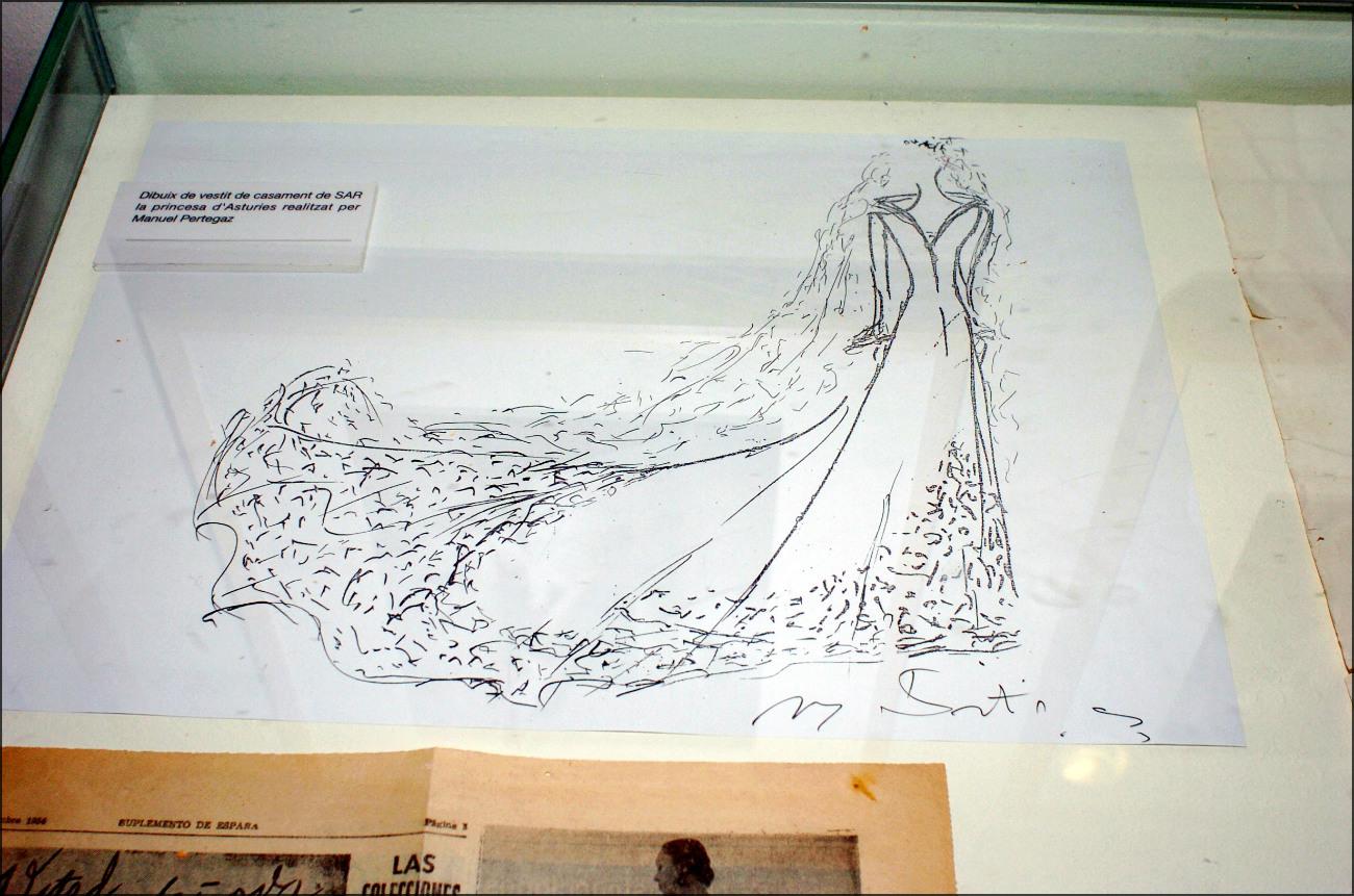 Boceto que diseñó Manuel Pertegaz para el vestido de novia de Letizia. (GTRES)