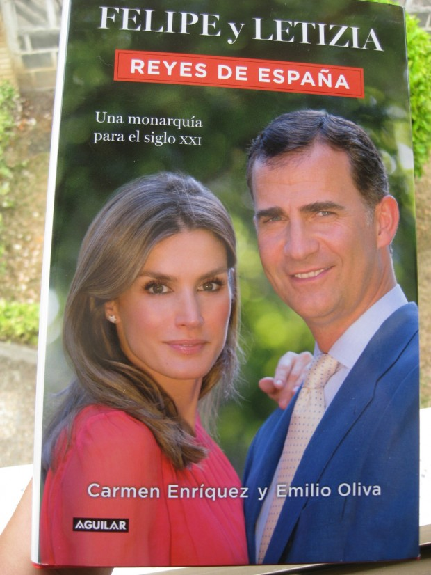 Portada del libro 'Felipe y Letizia. Reyes de España'