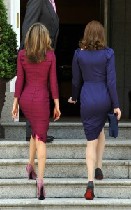 Letizia y Carla Bruni en un encuentro en Zarzuela en 2009 marcando curvas. ¿Cuál os gusta más? (GTRES)