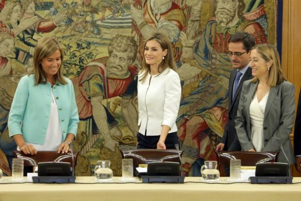 Letizia con las ministras Ana Pastor y Ana Mato. (GTRES)