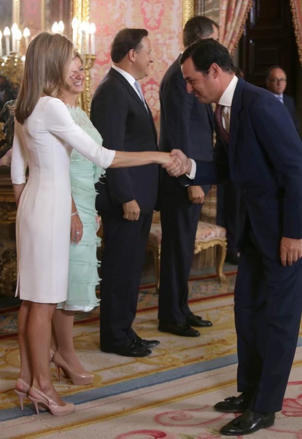 Letizia comparte color de zapatos con la mujer del presidente de Panamá. (GTRES)
