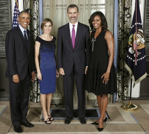 Los reyes con el matrimonio Obama. (EFE)