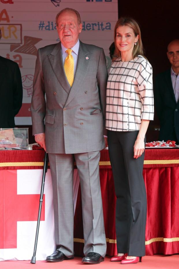 Letizia posando con su suegro. (GTRES)