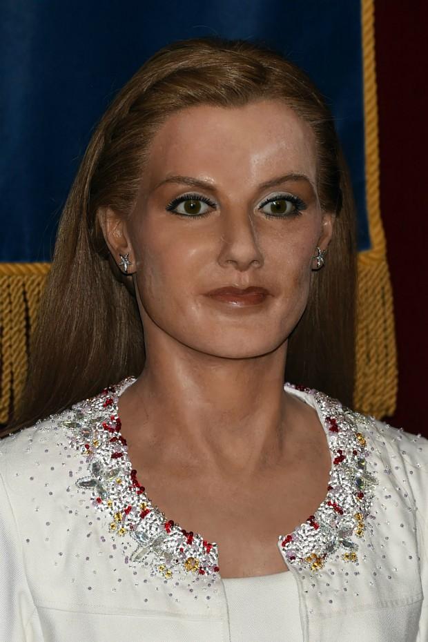 Otro clon del abrigo de Letizia. Esta vez en el Museo de Cera. Espero que se os haya pasado el susto al ver la figura (GTRES)