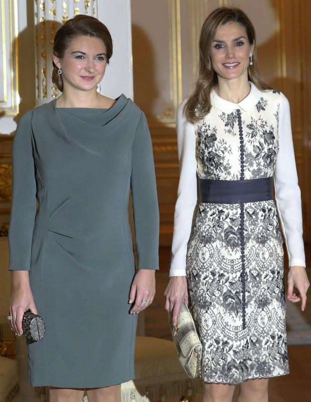 Letizia y Estefanía de Lannoy, esposa del heredero de Luxemburgo. Letizia gana por goleada. (Ballesteros/ EFE)
