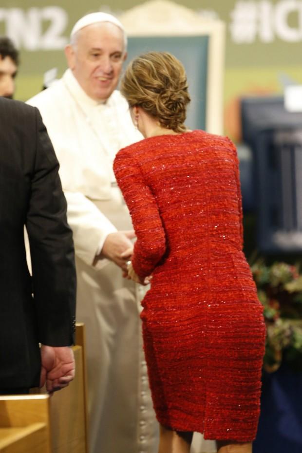 Saludando al Papa y marcando retaguardia. (GTRES)
