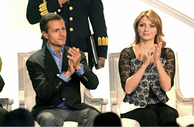 Angélica Rivera, junto a su marido, Enrique Peña Nieto, presidente de México.