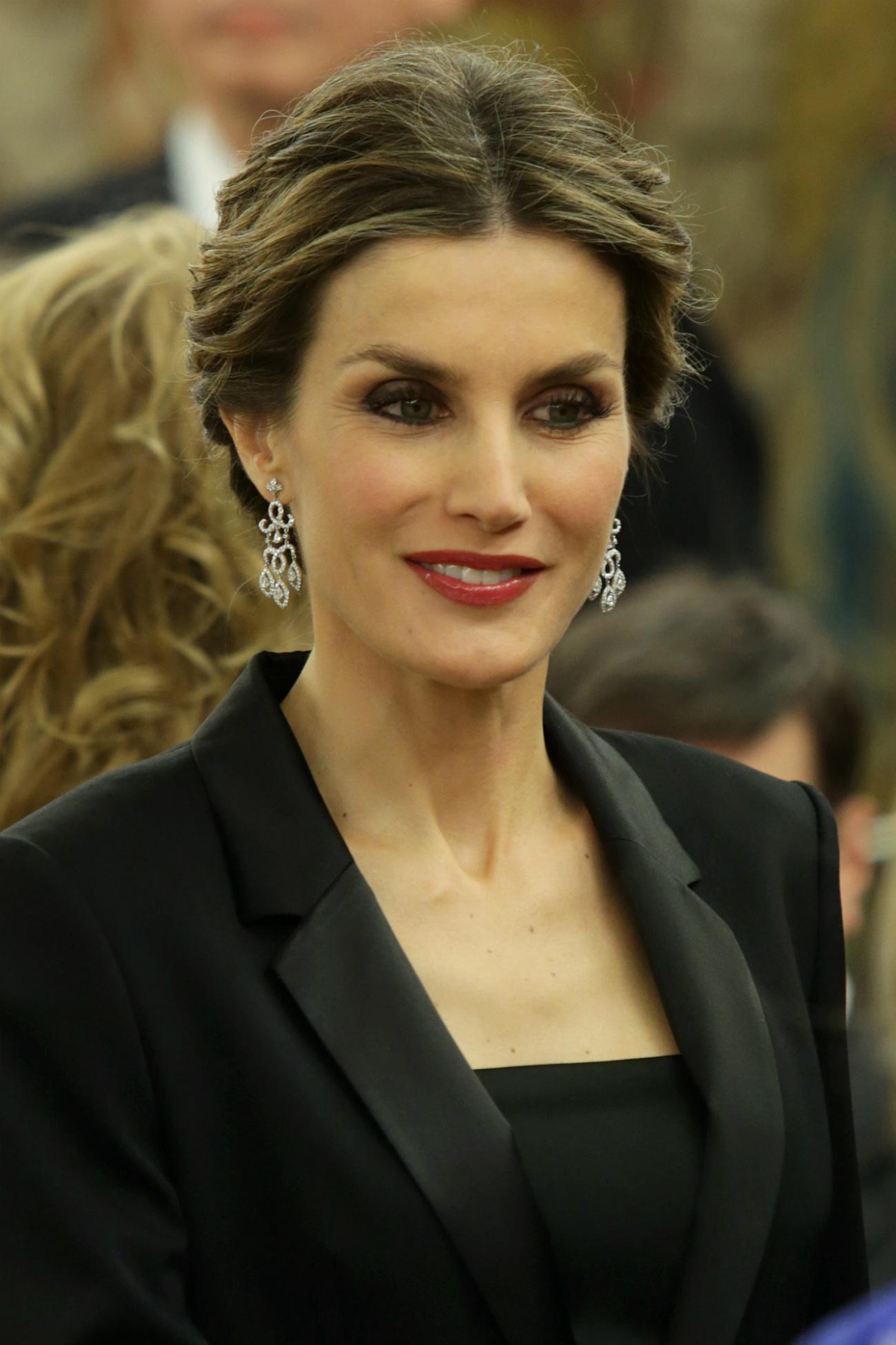Susanna griso y letizia coinciden en un acto vestidas - Fotos de pendientes ...