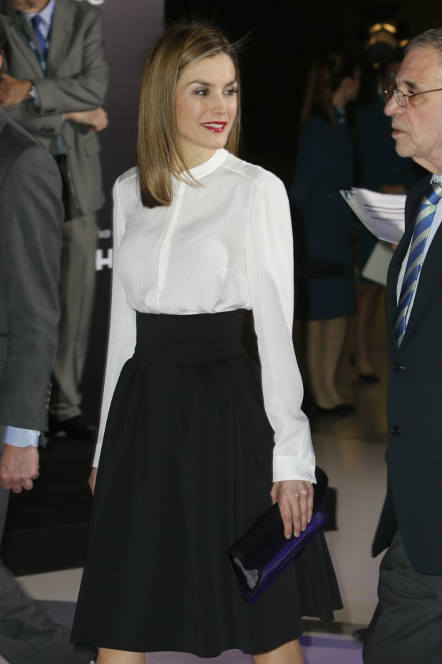 Letizia flota en el interior de su look institutriz