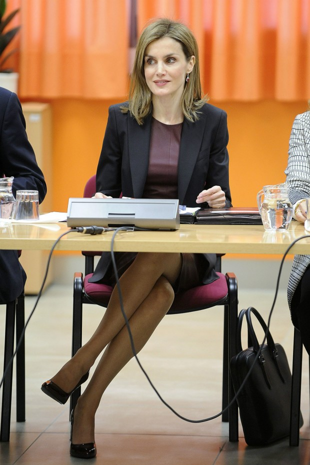 Magnífico cruce de piernas de la reina. Digno de Sharon Stone. (GTRES)