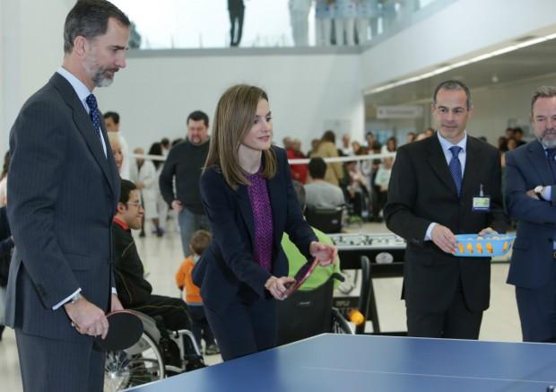 No sé yo si van muy apropiadamente vestidos para echar una partida de ping pong. (GTRES)