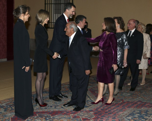 Ana Botella es la del vestido de terciopelo púpura. (ALBERTO MARTÍN / EFE)