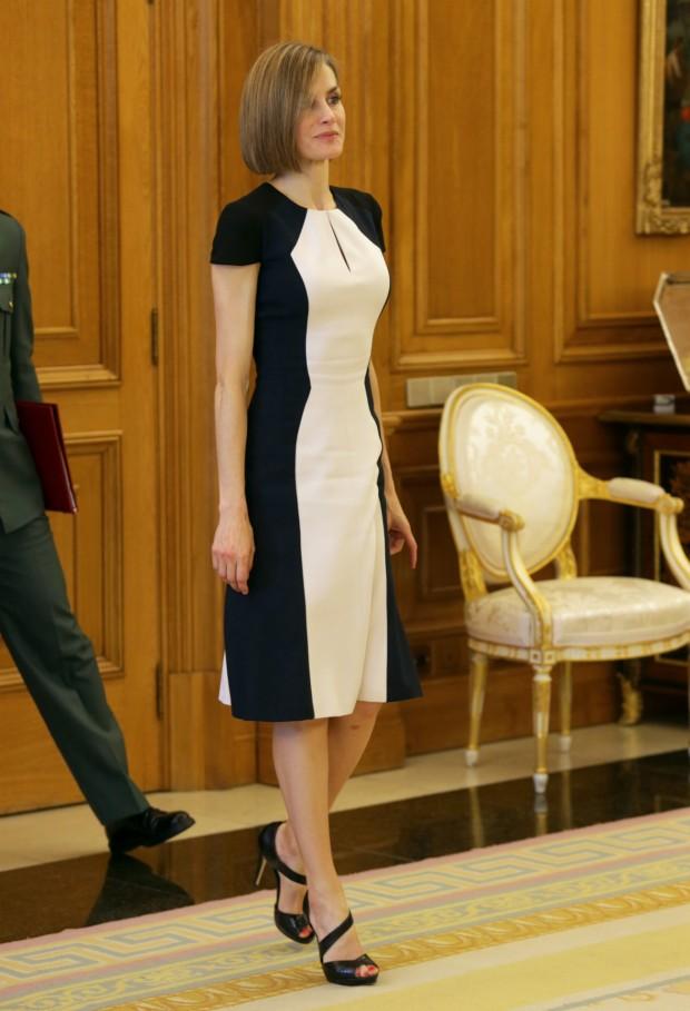 Vestido midi y bicolor de Carolina Herrera, el pasado mayo en Zarzuela
