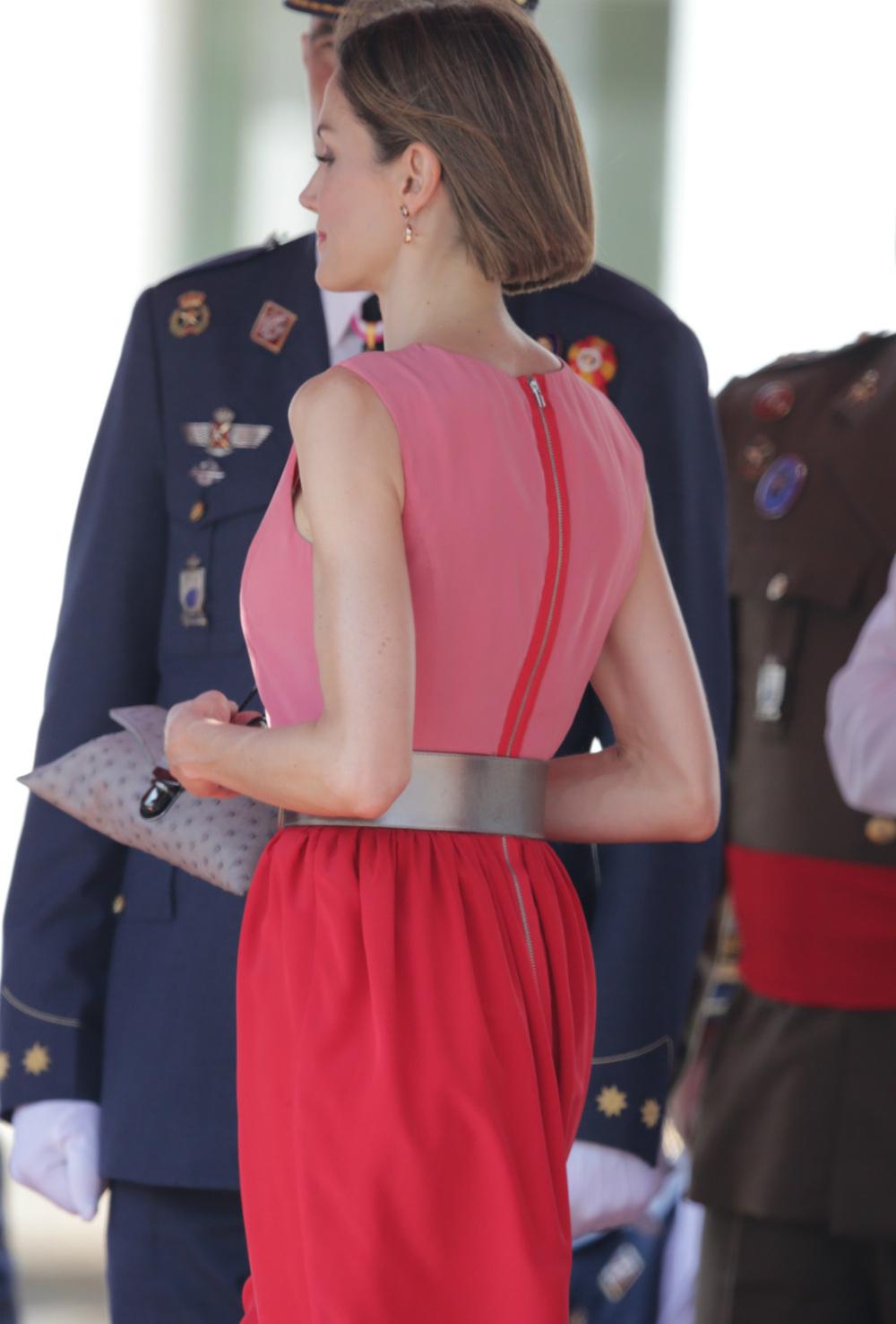 Letizia, con un vestido demasiado simplón en un acto militar   El ...