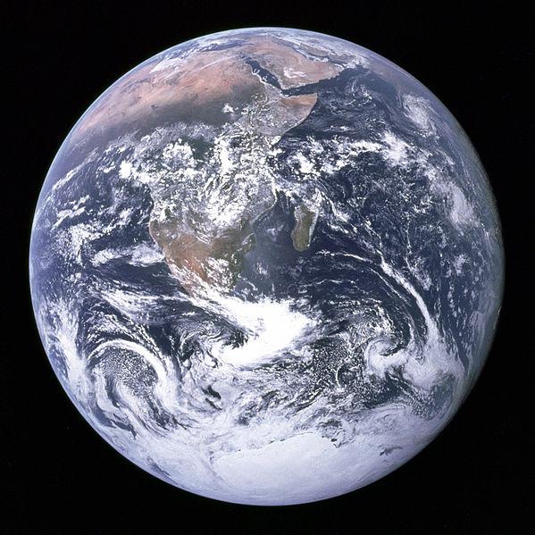 ¡Hay que cuidar nuestra casa!  Foto Apollo17-Wikimedia