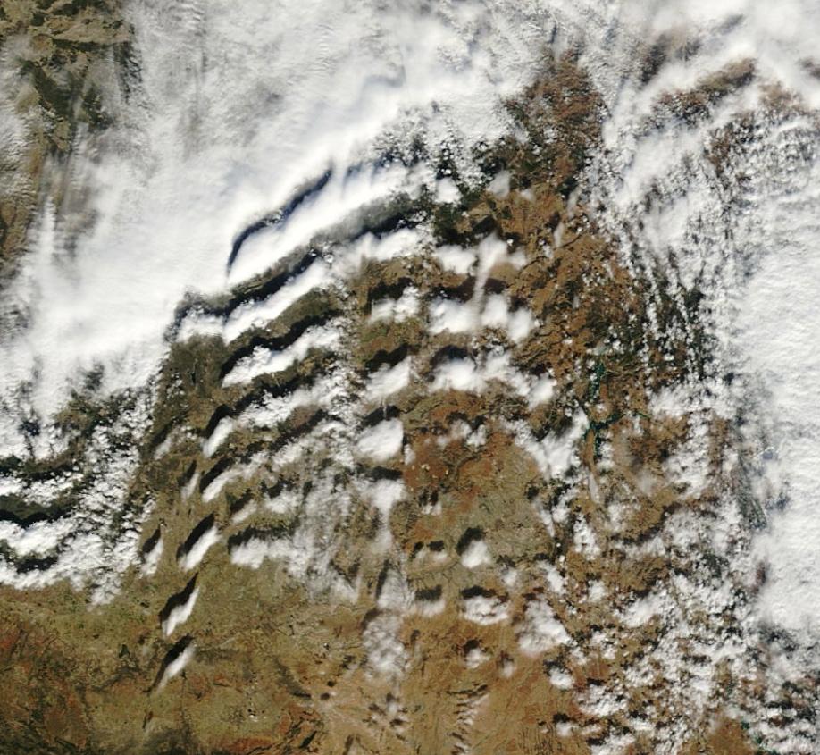 Detalle de las ondas a sotavento de la Sierra de Guadarrama.